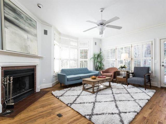 348 Glenn Cirle Decatur GA - living room